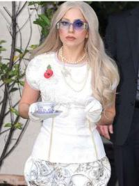 """Perruques Lady Gaga 22"""" Belle"""